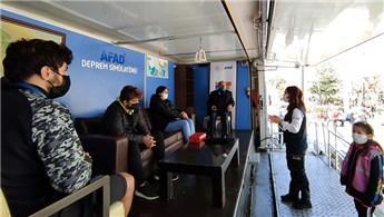 AFAD, Avcılar'da vatandaşlara deprem eğitimi verdi