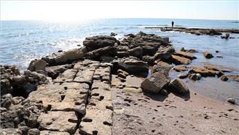 Mersin'de deniz suyu çekildi, antik kent ortaya çıktı!