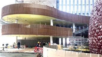 Yeni AKM'de ikonik merdivenler yeniden inşa edildi