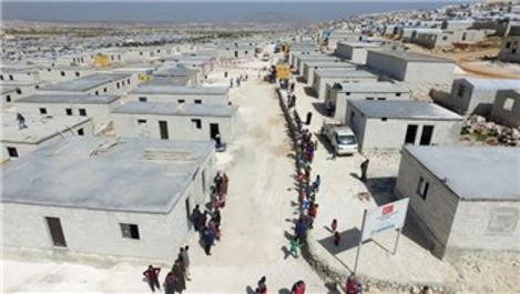 Sadakataşı, İdlib'teki 250 briket evi mağdurlara teslim etti