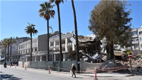 Riskli olan Marmaris Belediyesi hizmet binası yıkıldı