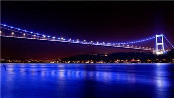 İstanbul'un köprüleri otizm için maviye büründü