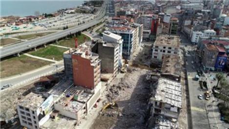 Rize'de Belediye Blokları'nın yıkımı sürüyor