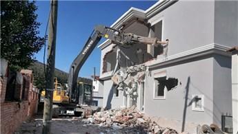 Bodrum'da imara aykırı yapıların yıkımı sürüyor