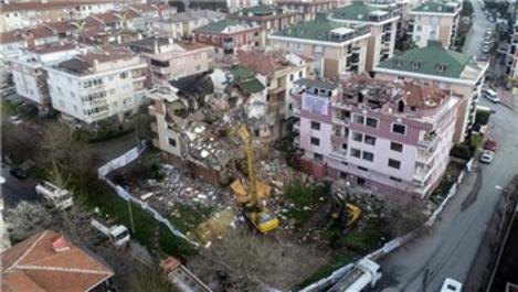 Büyükçekmece'de dönüşüm kapsamında 3 bina daha yıkıldı