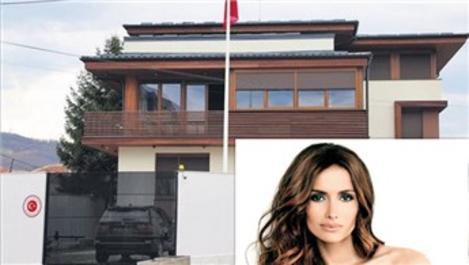 Emina Jahovic, evini Türk Konsolosluğu'na kiraya verdi
