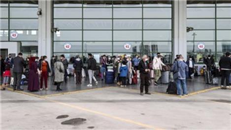 Tam kapanma dönemi öncesi Esenboğa Havalimanı'nda yoğunluk!