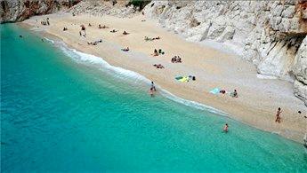 Antalya sahillerinde yoğunluk yaşanıyor!
