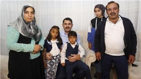 Bakan Kurum'dan depremzede aileye ziyaret!