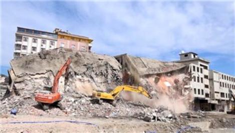 Rize'de dolgu alan üzerine inşa edilen son bina yıkılıyor!