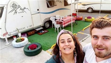 Evlerini kapatıp, karavanda yaşamaya başladılar