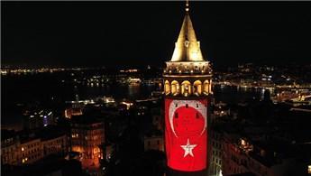 Galata Kulesi, özel görsellerle ışıklandırıldı