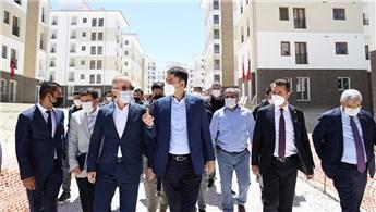 Bakan Kurum, Burdur'daki TOKİ inşaatını inceledi