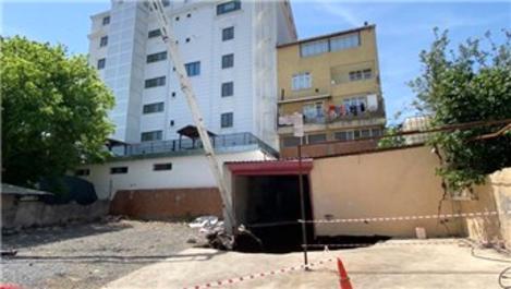 Ümraniye'de toprakta oluşan çökme nedeniyle 2 bina boşaltıldı