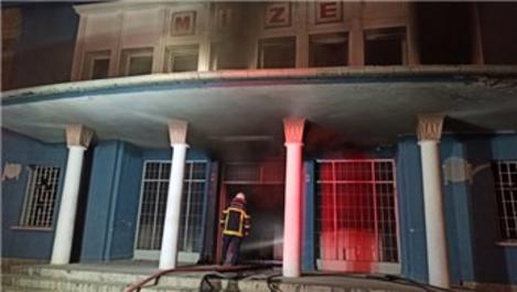 Kayseri'de eski müze binasında yangın çıktı!
