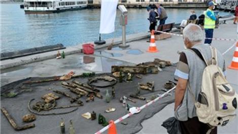 Dalgıçlar, Kadıköy İskelesi'nde su altı temizliği yaptı