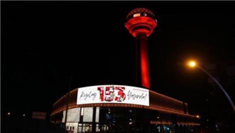 Sembol yapılar, Kızılay için kırmızı renkte ışıklandırıldı!