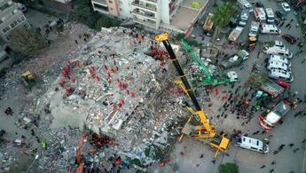 Depremde yıkılan Rıza Bey Apartmanı raporu mahkemede!