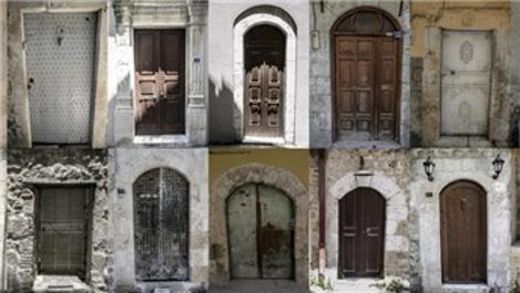 Hatay'ın tarihi taş evlerinin kapıları zamana meydan okuyor