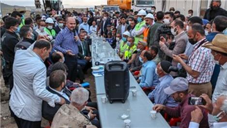 İçişleri Bakanı Soylu, Başkale'de depremzedelerle buluştu