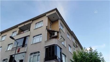 Güngören'de 4 katlı binanın balkonu çöktü