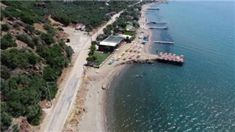 Assos'ta kaçak yapılan plaj tesislerine hukuki işlem başlatıldı