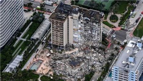 Miami'de çöken 13 katlı binanın tamamı kontrollü şekilde yıkıldı