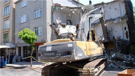 Sancaktepe'de hasar gören 4 katlı bina tahliye edildi