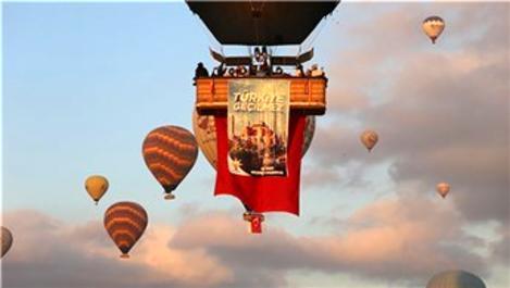 Kapadokya'da balonlar Türk bayrağıyla havalandı