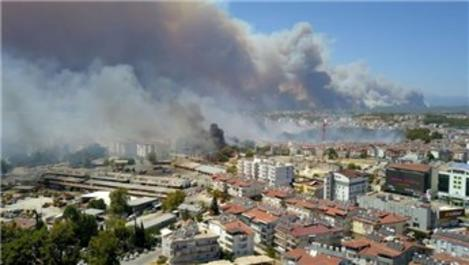 Antalya Manavgat'ta orman yangını yerleşim yerlerine sıçradı!