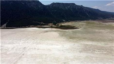 Suları çekilen Acıgöl'de ODTÜ heyeti inceleme yaptı