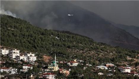Antalya Gündoğmuş'ta orman yangınını söndürme çalışmaları sürüyor