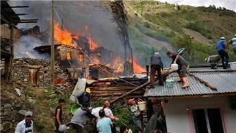 Artvin'deki orman yangınında 20 ev hasar gördü