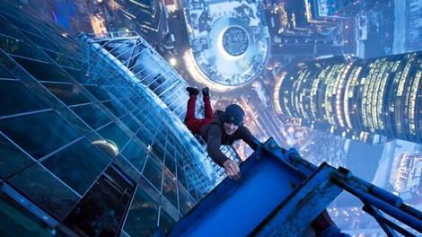 Yüksek binalarının tepesinde ölümle dans