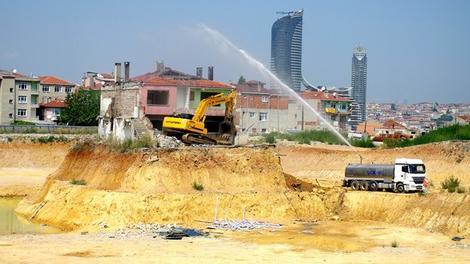 Fikirtepe inatçısının efsane olan evi yıkıldı!