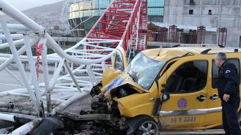 Bursa Timsah Arena'daki vinç işte böyle yıkıldı!