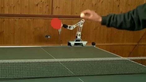 Bu robotun karşısına çıkmak cesaret ister!