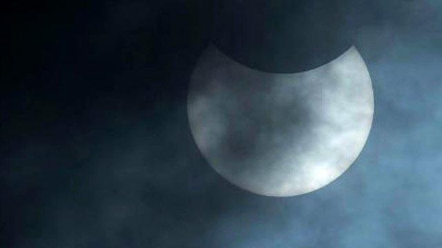 Dünya, Güneş ve Ay'ın muhteşem dansı! İşte güneş tutulma görüntüleri