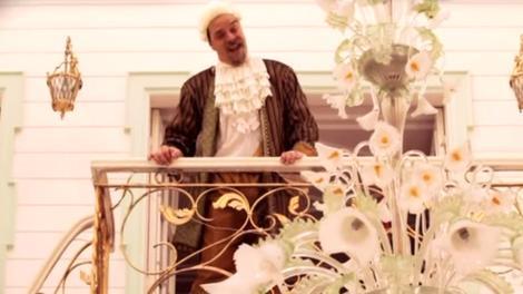 Beyaz, şimdi de Hande Yener'in Sebastian klibinde!