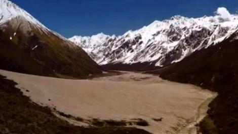 Nepal'in turistik Langtang kasabası toprak altında!
