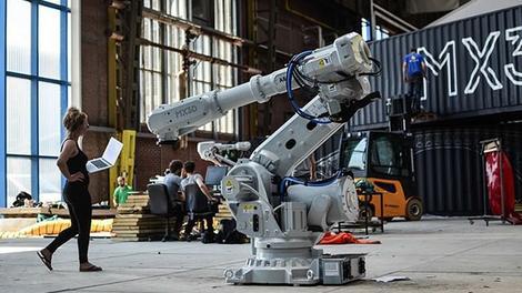 3D yazıcı robotlar çelik köprü yapacak!