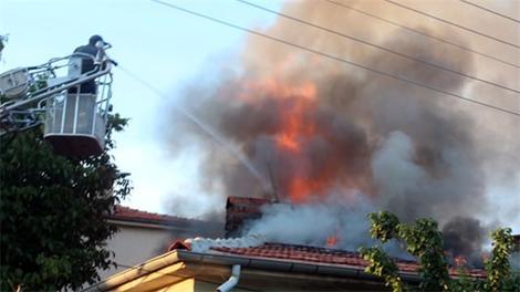 Evin çatısı böyle yandı!