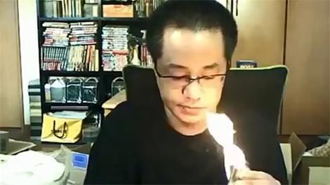 Canlı yayında evini yaktı!