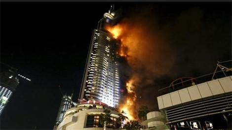 Dubai'deki gökdelende yangın çıktı!
