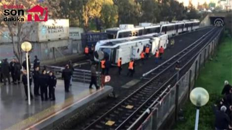 İzmir metrosu devrildi