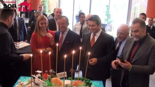 Ağaoğlu'na doğum günü sürprizi!