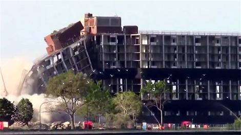 Hayrete düşüren bina yıkımları!