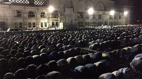 Çamlıca Camisi, Kadir Gecesi'nde ibadete açıldı!