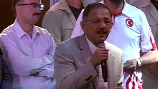 Mehmet Özhaseki Kızılay Meydanı'nda toplanan vatandaşlara hitap etti