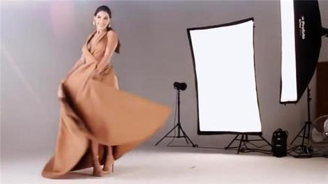 Yolanthe Cabau'lu Mina Towers reklamının kamera arkası!